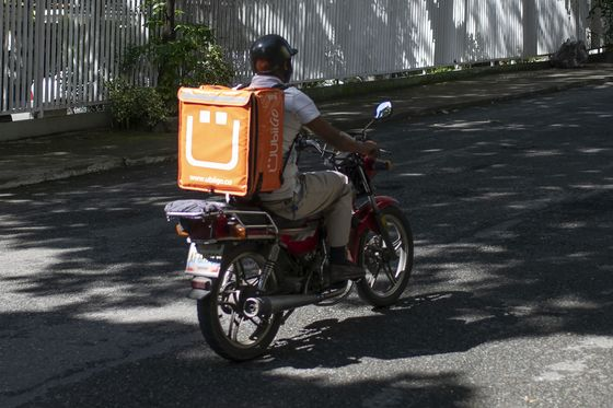 As Venezuelans Starve, Luxury Dollar Economy Booms in Caracas