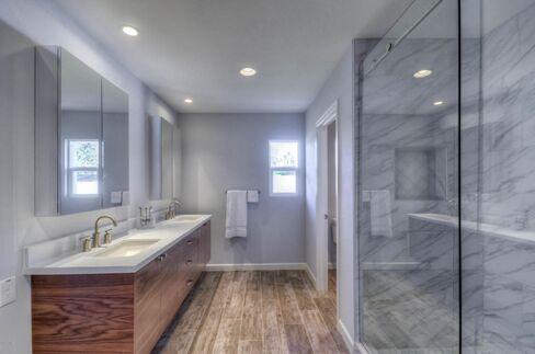 Frameless shower.