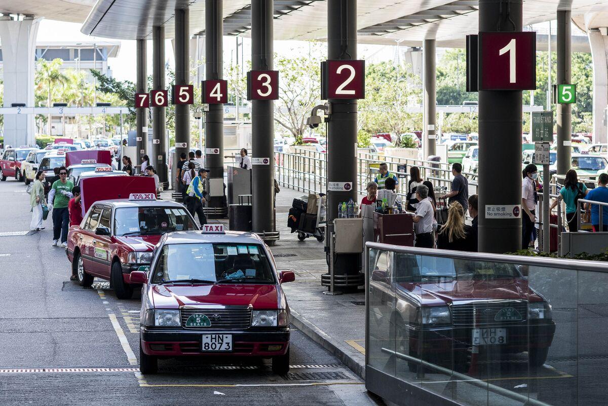 Hong Kong Plans Handouts for Flights & Hotels, HK01 Reports