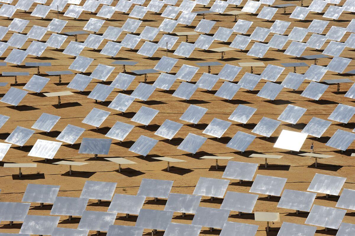 Dubai Utility Gets Record Low Bid to Build Solar-Power Plant