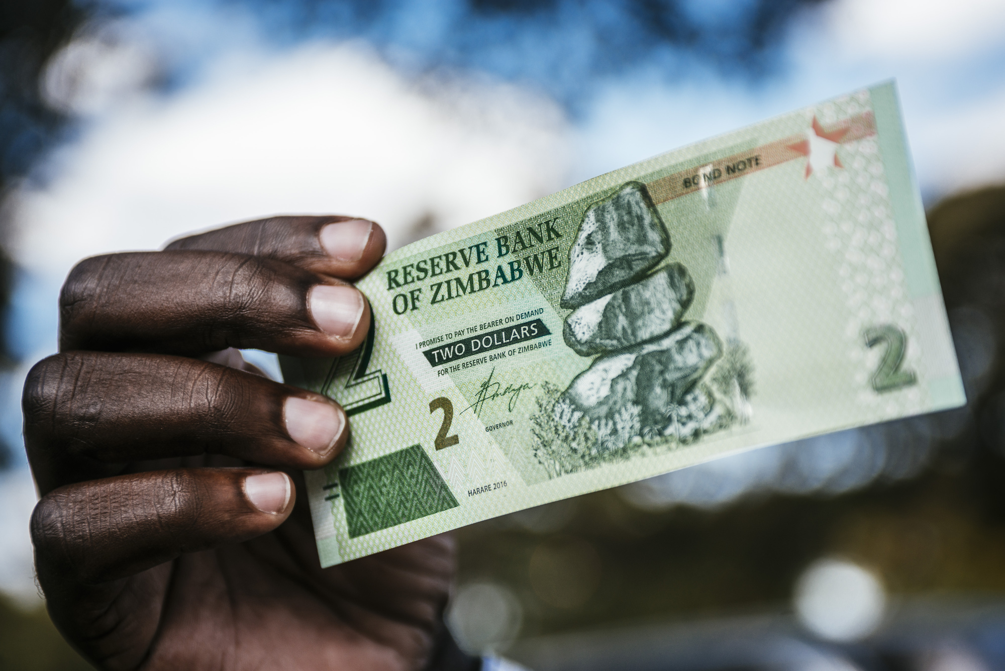 bloomberg.com - Antony Sguazzin - Zimbabwe to Supply Interbank Forex Market With $500 Million