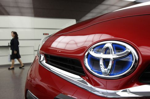 Toyota Rates Best With Suppliers as Gap With Detroit Narrows