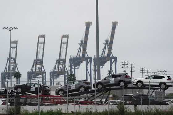 SUVs Get Parked in the Sea, Revealing Scope of U.S. Auto Market Glut