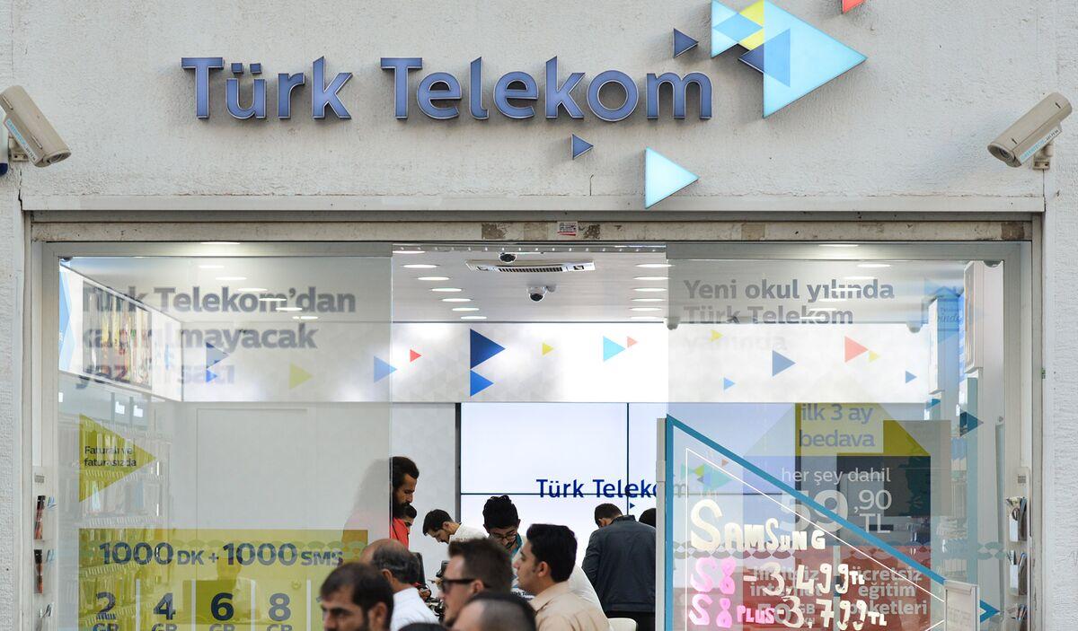 Turkish Banks Hire Morgan Stanley to Sell Turk Telekom Stake