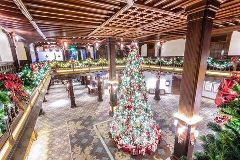 The 2015 lobby tree inspired by artist Jeff Garanito.