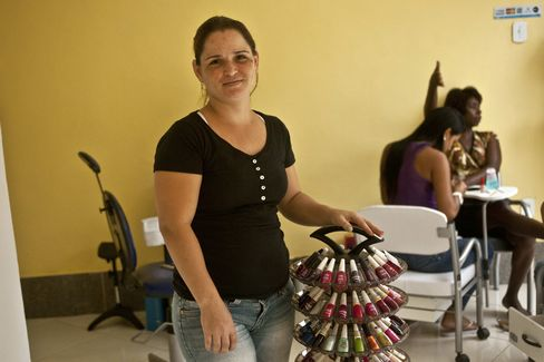Brazil Beautician's Dream Shows Low Jobless Paradox