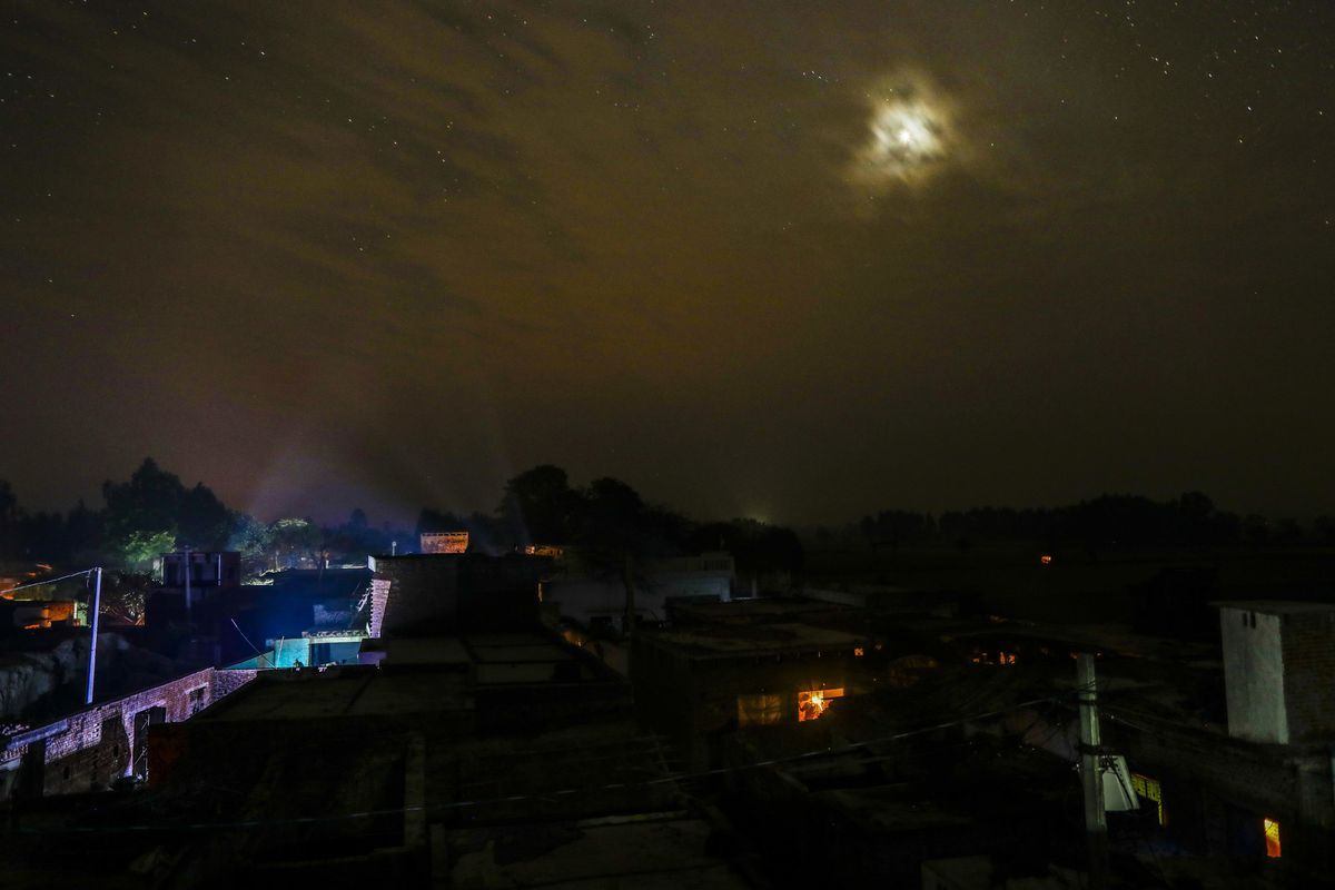 Living in the Dark: 240 Million Indians Have No Electricity - Bloomberg