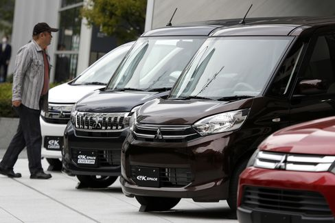 Japan Car-Market Slump Signals Hollowing Out of Plants to Resum