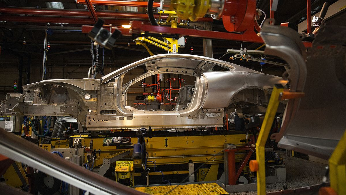 Jaguar Land Rover to Close Plants for a Week as a Brexit Safeguard