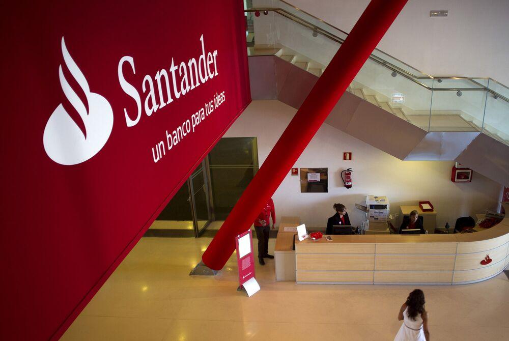 Santander Unions Reach Agreement On 3 223 Job Cuts In Spain Bloomberg