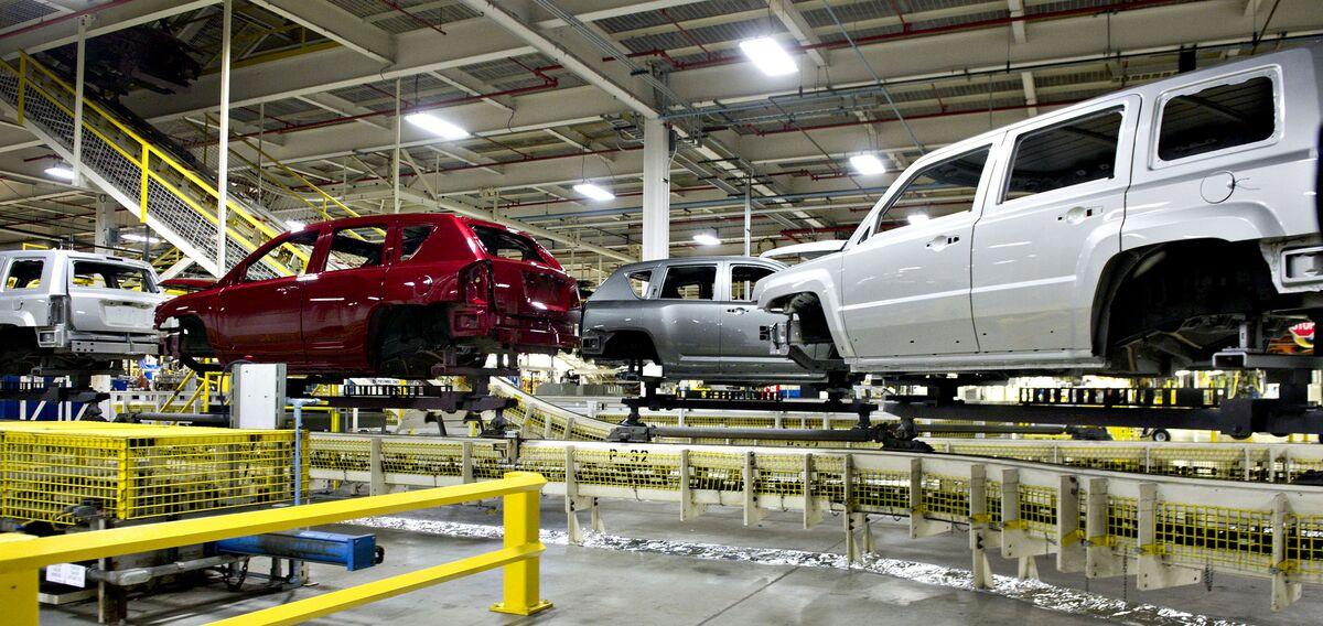 <p>Stellantis Cuts Shift at Illinois Jeep Plant Amid Chip Woes thumbnail