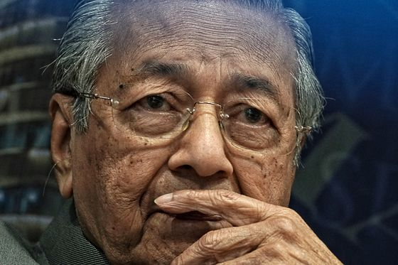 Mahathir Warns of One-Term Government if Infighting Remains