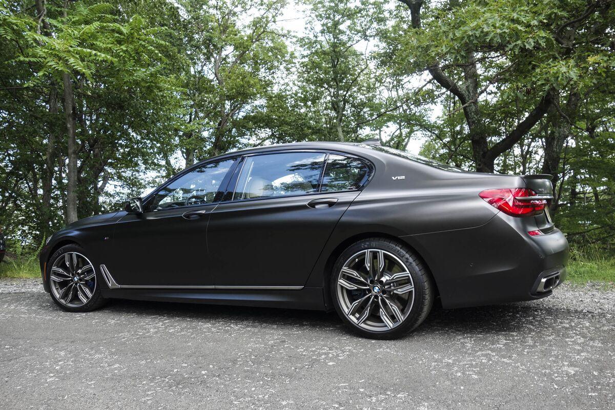 Sedan: BMW 760iM