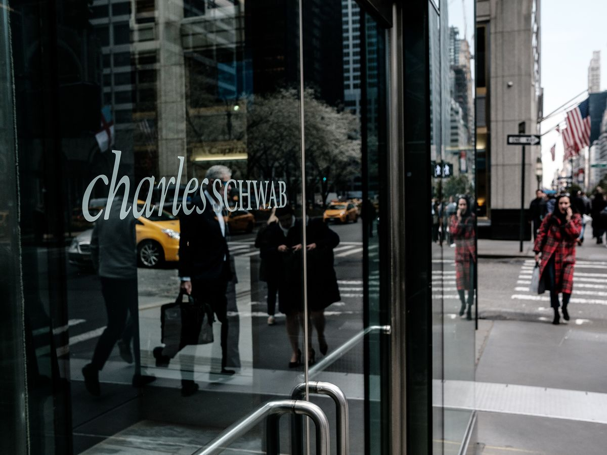 Schwab in Talks to Buy USAA Wealth, Brokerage Units, WSJ Reports