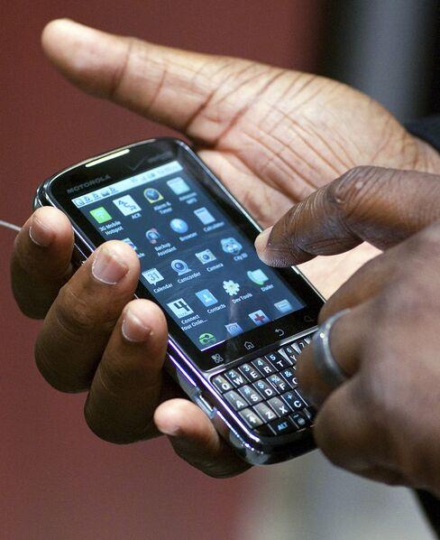 Motorola Profit Tops Estimates on Sales of Droid Phone