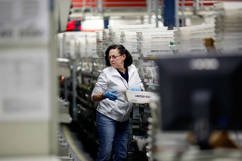 An Unlikely Star of the Holiday-Shipping Season: The U.S. Postal Service