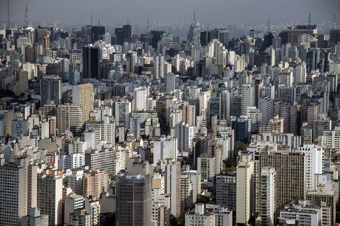 Brazil Population Tops 200 Million as Middle Class Lives Longer