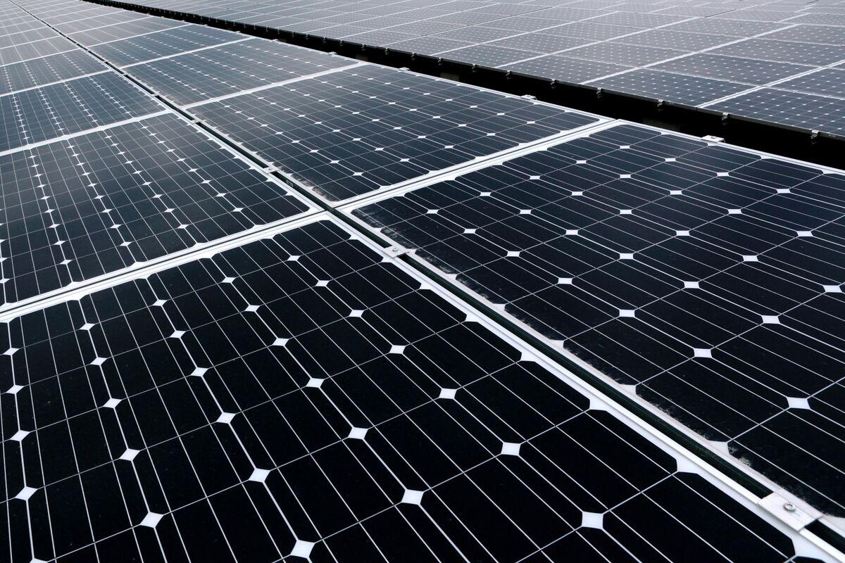 ソフトバンク、25年後に電力を無料提供へ-isa太陽光プロジェクト Bloomberg
