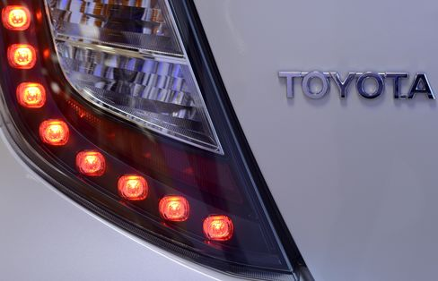 Toyota Boosted by Yen Detroit Sees as $5,700-Per-Car Bonus