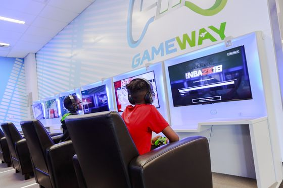 Airports Open Gaming Parlors to Occupy Fuming Travelers