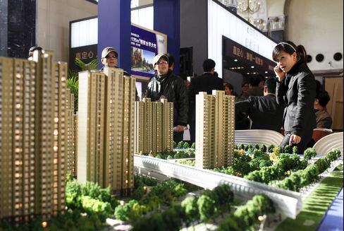 China Housing Boom's Spread to Smaller Cities Poses Dilemma