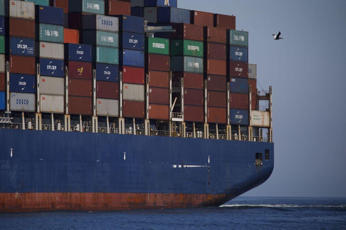 US Hints at China Truce as World Warns of Trade-War Threat
