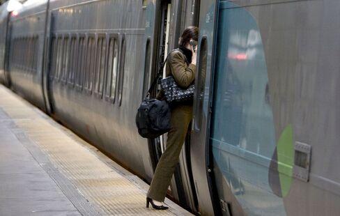 Senate Panel Eliminates Spending for Rail Plan