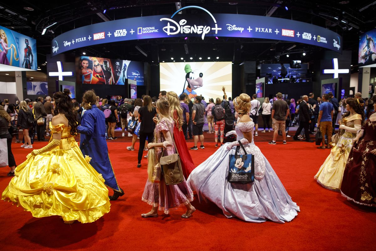 At Disney Fan Fest, Even the Shopping Requires Waiting in Line