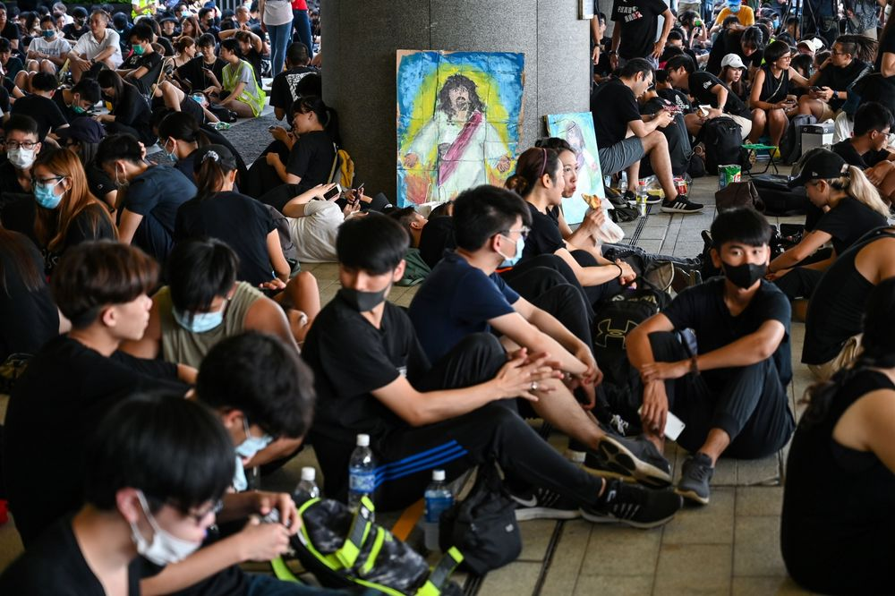 Hong Kong Government Closes Headquarters as Protesters Gather