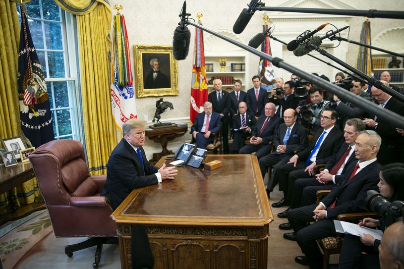 特朗普总统会见刘鹤与中国进行贸易访问