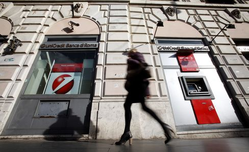 UniCredit Profit Beats Estimate as Defaults in Italy Slow