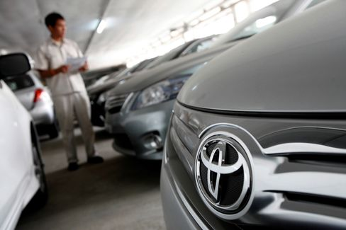Toyota May Raise Profit Forecast, Following Suppliers