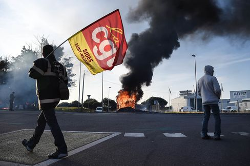 FRANCE-LABOUR-POLITICS-PETROL-STRIKE