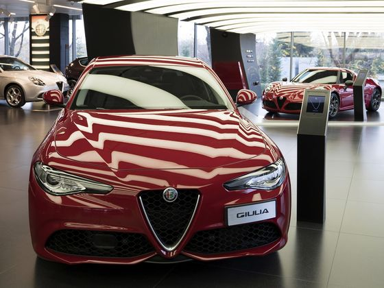 Alfa Romeo Lures Drivers Bored With BMW in U.S. Luxury Expansion