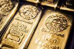 A five hundred gram gold bar