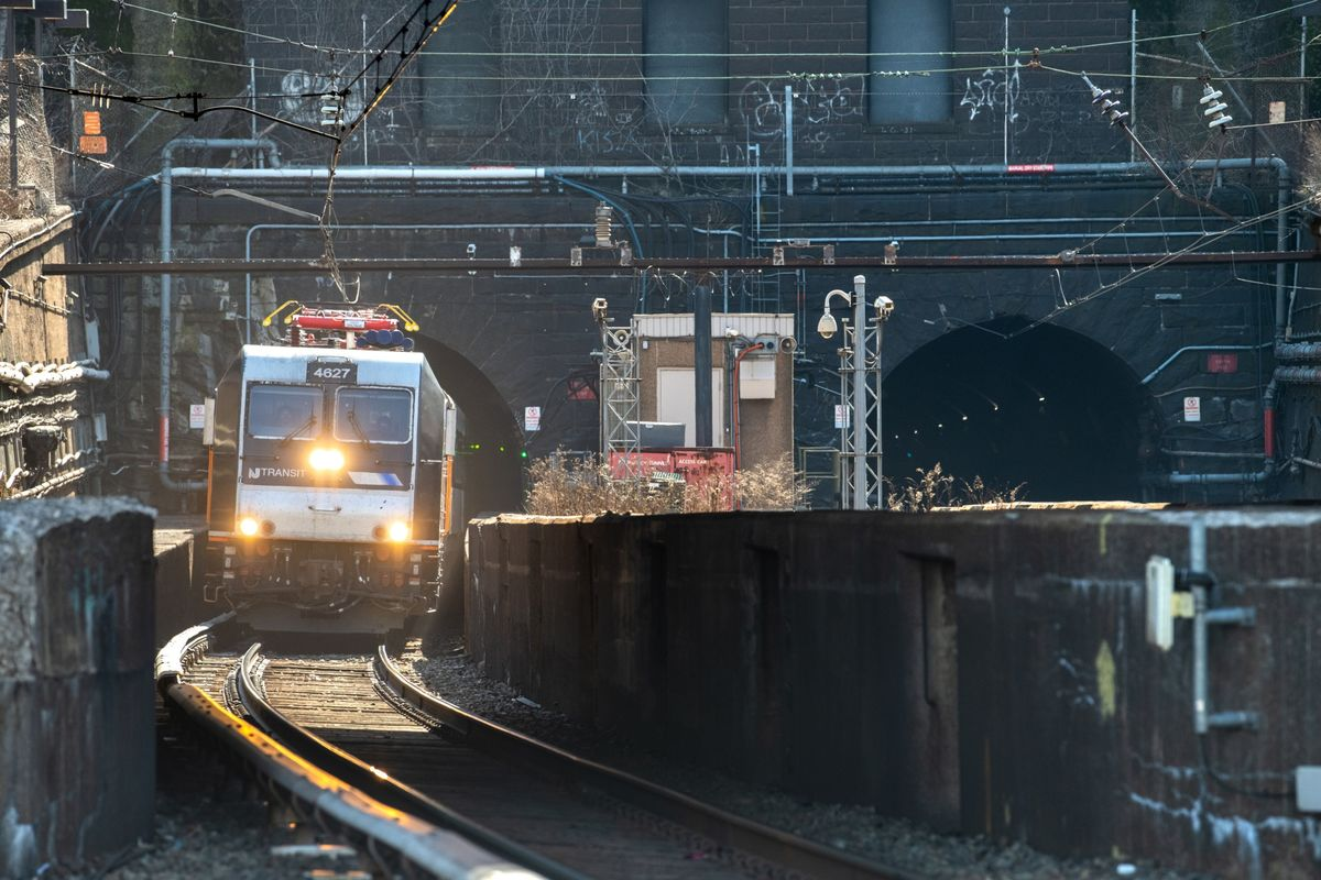 NYC Rail Tunnel Spurned by Trump Wins Backing in Biden's Plan