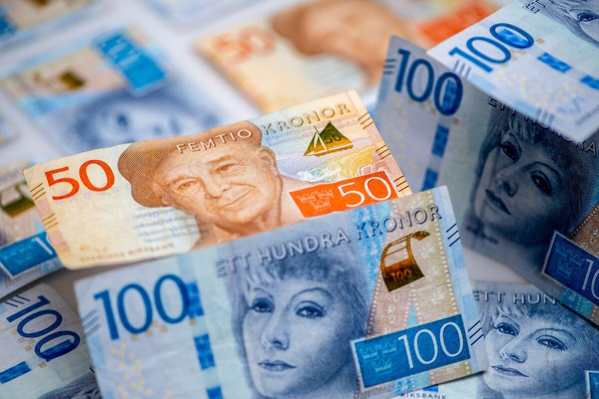 Sweden's Worst-Performing Major Currency Spurs Intervention Talk
