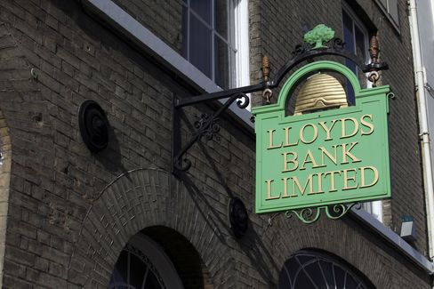 Lloyds to Reap $596 Million From St. James's Place Stake Sale