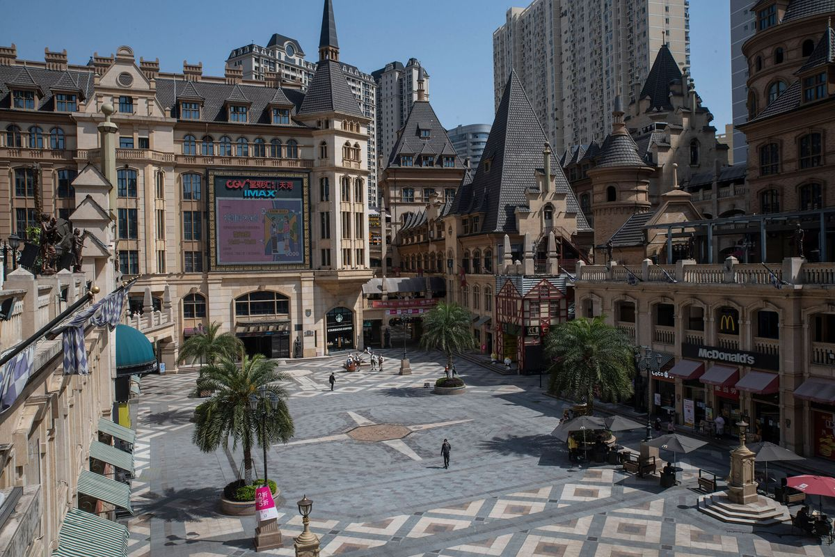Chinese Malls, Dependent on Restaurants, Face a Bleak Future