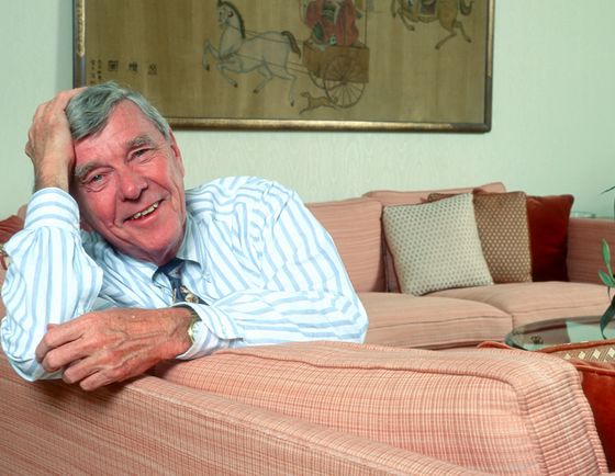 Russell Baker, Columnist Who Satirized American Life, Dies at 93