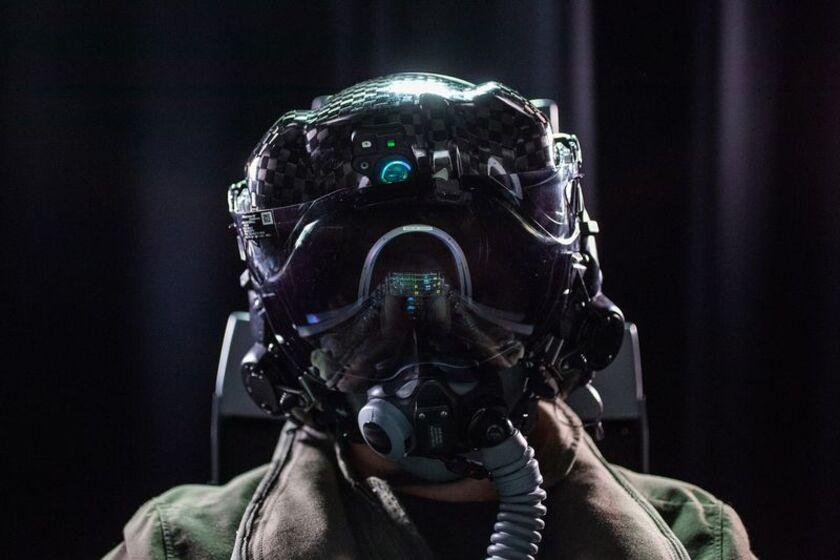 relates to F35パイロット用4400万円のヘルメット、有機ELで不具合解消か