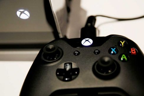 To Catch PlayStation 4, Xbox One Gets Cheaper and Drops Kinect