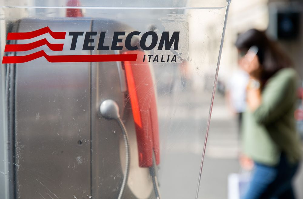 Telecom Italia Plunges as New Management Cuts Profit Outlook