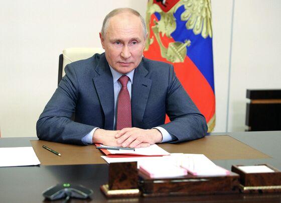 Putin Got Vaccinated, But Still Only a Select Few Can Meet Him