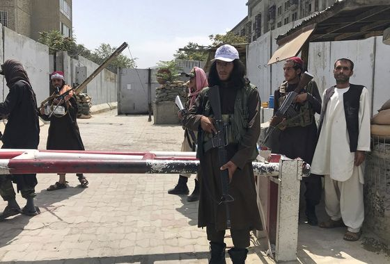 U.S. Maps Kabul Airlift Expansion as Taliban Offer Safe Passage