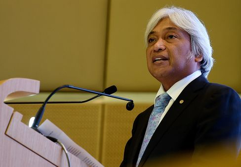 Malaysia cuts interest rate for first time in 7 years