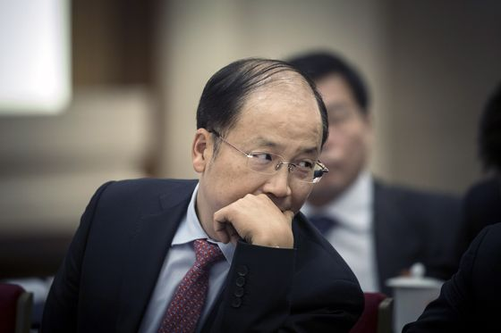 China's New Securities Chief Is Quickly Winning Over Investors