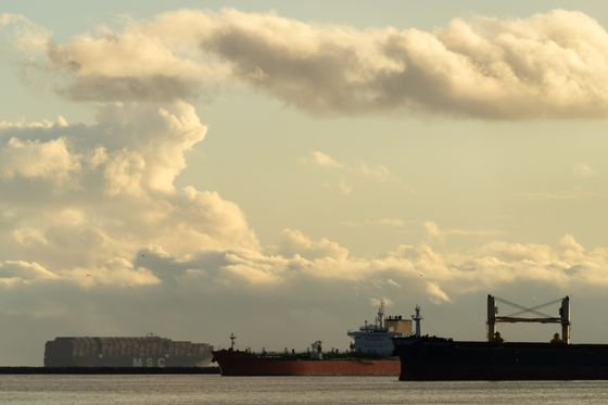 Shipping Snarls Force Global Trading to Look Outside the Box