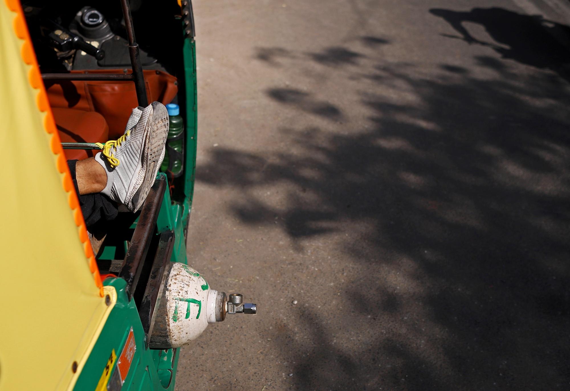 Saat virus meningkat, Modi mendesak India untuk menghindari penguncian