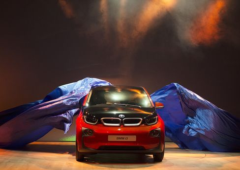 BMW Mulls Boosting Electric-Car Capacity on Early i3 Demand